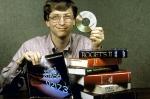 Гейтс демонстрирующий сравнительный объем памяти CD носителя, 1987 год.