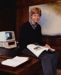 Он – один из самых известных бизнесменов в мире.  Сотни страниц и статей уже написаны, о том как он доминировал в революции персональных компьютеров, и о том как теперь его последователи следуют его курсом по превращению Microsoft в медиа и интернет столпа.