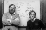Гейтс и Аллен в офисе Майрософт, 1982 год. Основанная в Нью-Мексико компания перебирается в Бельвилл, штат Вашингтон в январе 1979 года